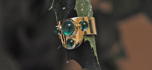 amorevole smeraldo | anelli in oro