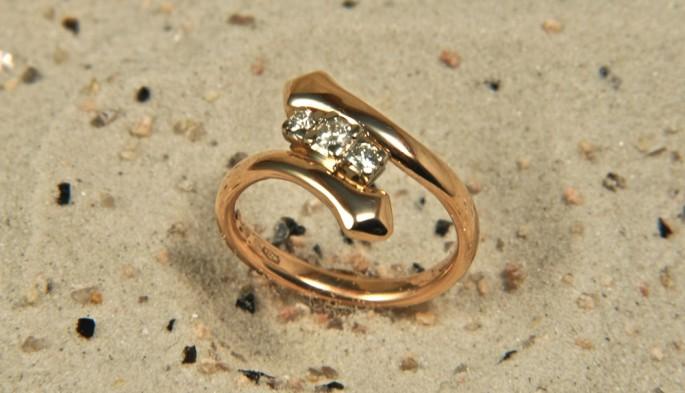 Biserpe | Anelli in oro con pietre