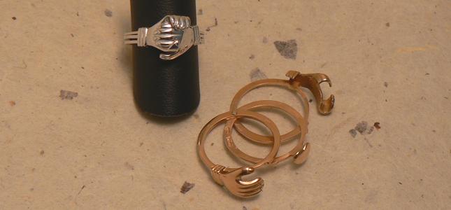 cuore in mani | anelli in oro