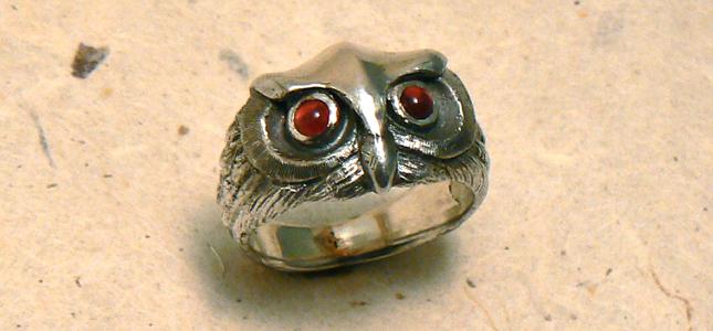 gufo con granati | anelli in argento