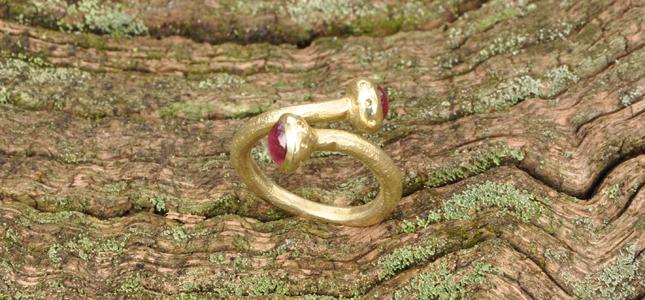 serpente a due rubini | anelli in oro