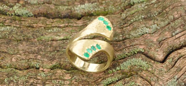 smeraldi a due code | anelli in oro