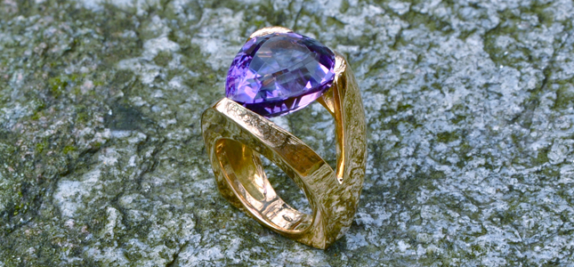 triangolo ametista | anelli in oro